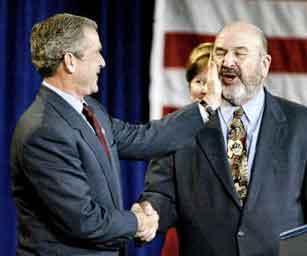 Bush passa a mão na barba