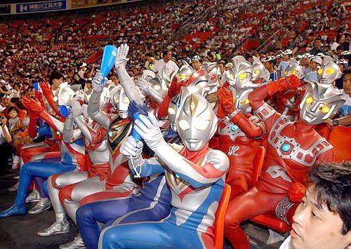 Família Ultraman e é gol
