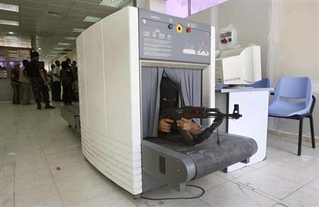 M Laghus Genesis - Da visita à entrega - Página 2 Terrorista_aeroporto_bagagem
